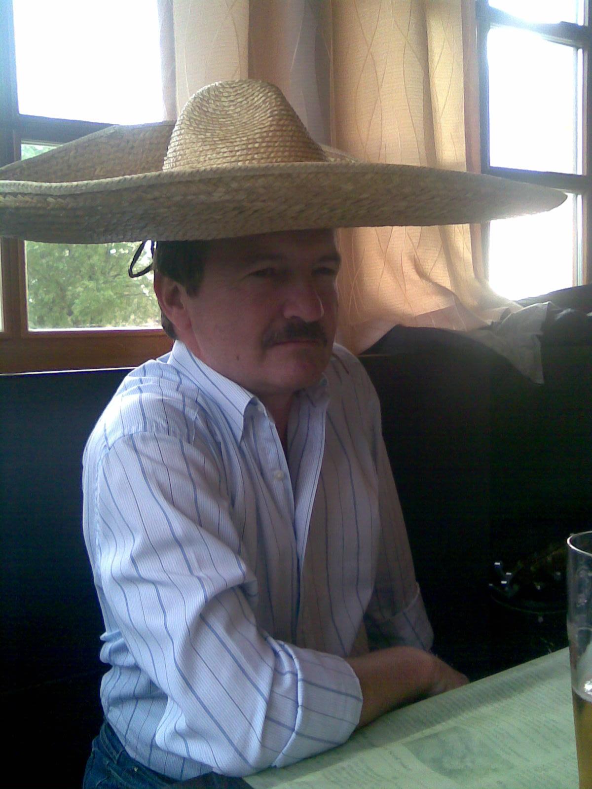 Náš stálý zapisovalet J. Butch ovlivněn Jihoamerickou kulturou. (Nebo tekilou?)
