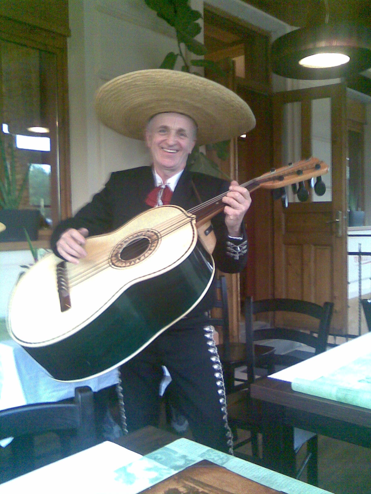 Caballero majestuoso El Zdendo a jeho guitarrón
